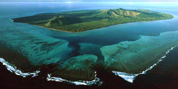 Waka voyage arrives at French Polynesian island