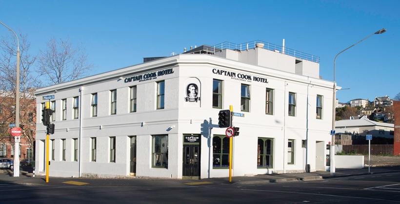 Non-historian pub owner nixes Captain Cook
