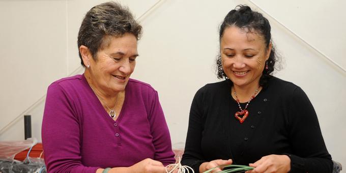 Master weaver sharing skills in US