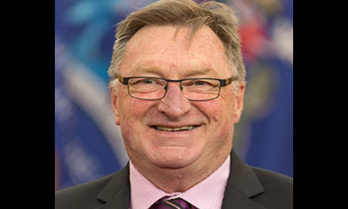 Calls for Whanganui councillor to resign