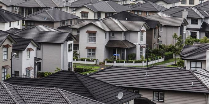 Housing flip flop