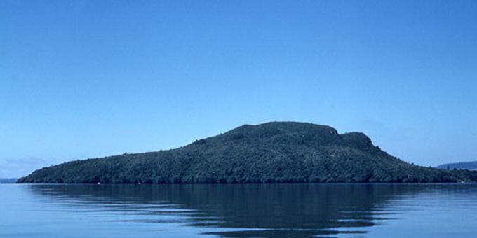 Te Arawa considers lake fees