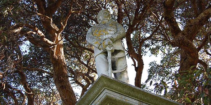 Kemp statue reveals complex history