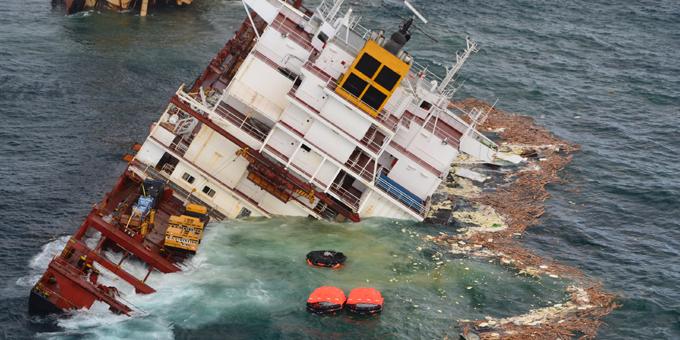 Rena wreck on reef unacceptable