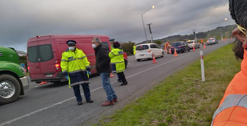 Police close iwi checkpoint