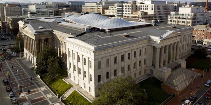 Reo tips in Smithsonian trip