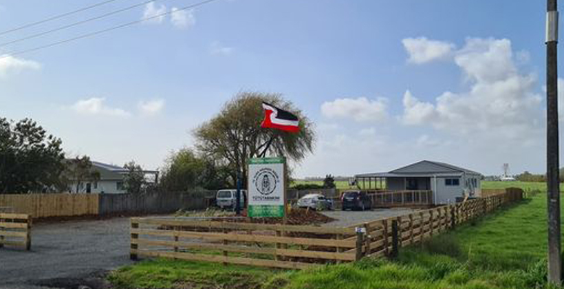 Neighbours see red over Maori flag